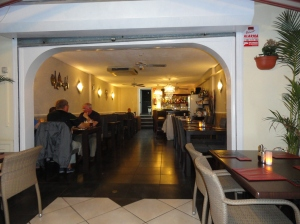Things to do in Tenerife, restaurants, Surrey Arms
