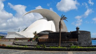 In the foreground, the Castle of San Juan and in the background, the Auditorium designed by Santiago Calatrava.